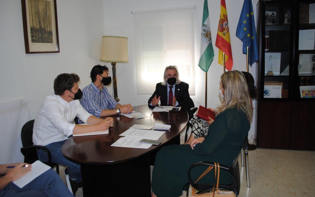 La Universidad Pablo de Olavide visita la sede de la Fundación AK Guerrero
